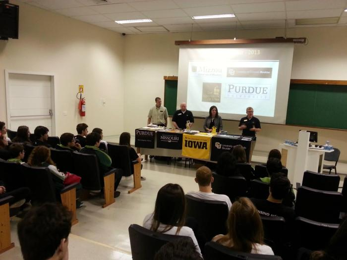 Mizzou and representatives from other US universities talk with Latin American students about education in the US